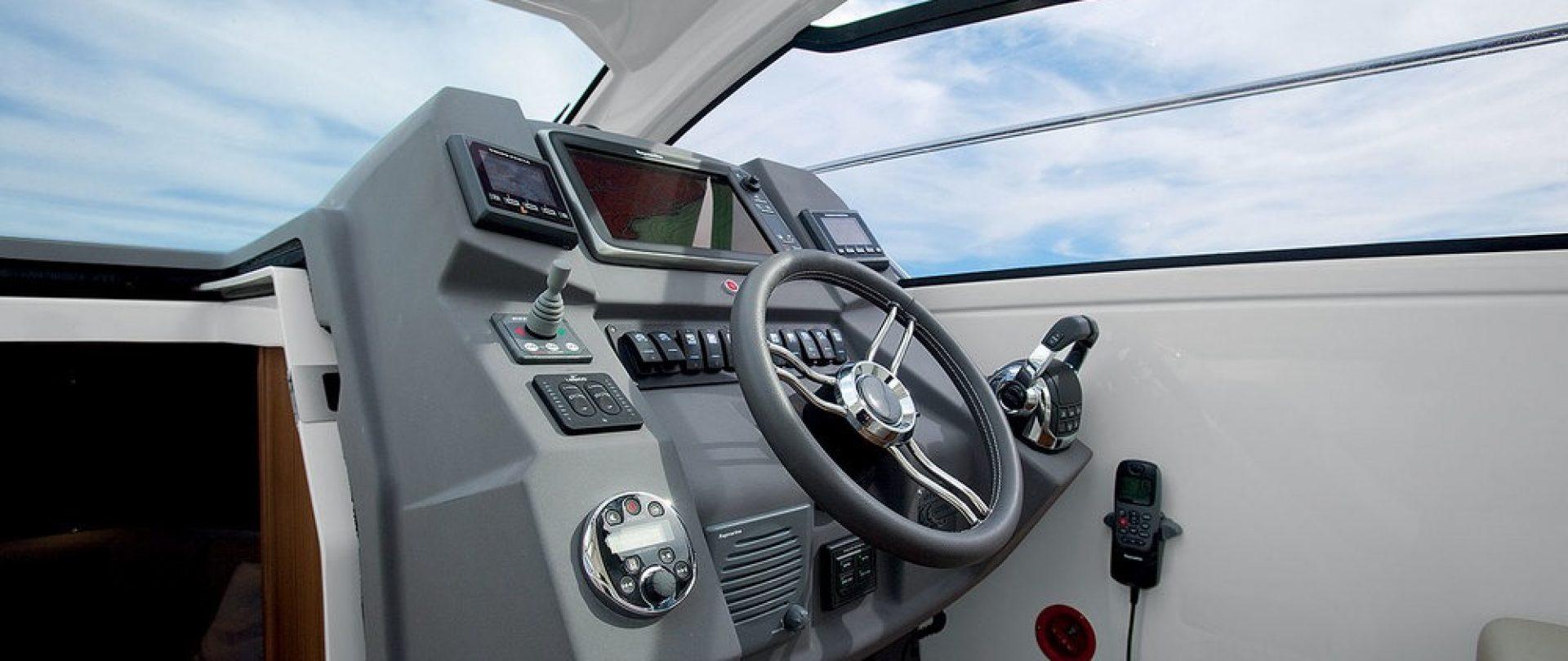 1500-12-A34-Helmstation
